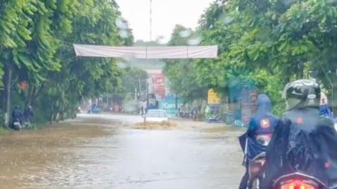 Lào Cai, mưa lũ gây ngập úng cục bộ, ách tắc giao thông
