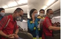 Người nói 'can ngăn' vụ gây rối trên máy bay bị cấm bay 1 năm