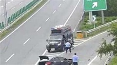 Tài xế cướp xe cảnh sát chạy trốn vì lý do không ngờ tới