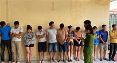 Bắt quả tang 12 đối tượng tổ chức sử dụng ma túy tại quán karaoke