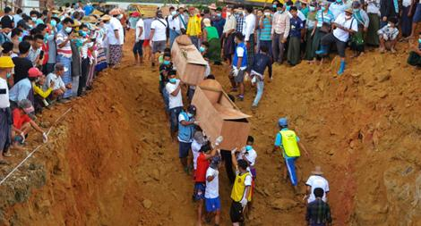 Myanmar chôn cất tập thể các nạn nhân vụ sạt lở mỏ đá