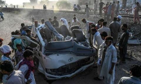 Tàu hoả đâm ô tô, ít nhất 22 người chết
