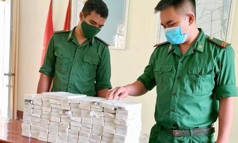 Vác lượng lớn dụng cụ ngừa thai, bị phát hiện bỏ chạy về Campuchia