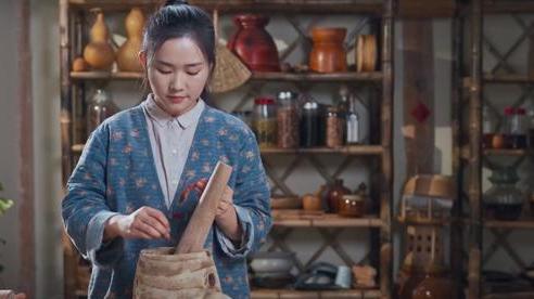 Ngay tại Trung Quốc đã có loạt vlogger phong cách na ná Lý Tử Thất, có người còn gần như 'copy' nguyên si