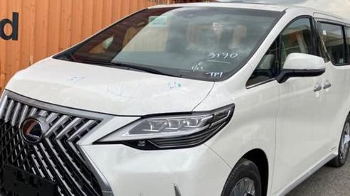 Lexus LM 300h vẫn miệt mài tìm người 'chơi' với giá từ hơn 7 tỷ đồng