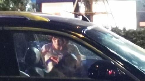 Không liên lạc được, nam thanh niên phát hiện bố chết gục trong xe ô tô ở Hà Nội