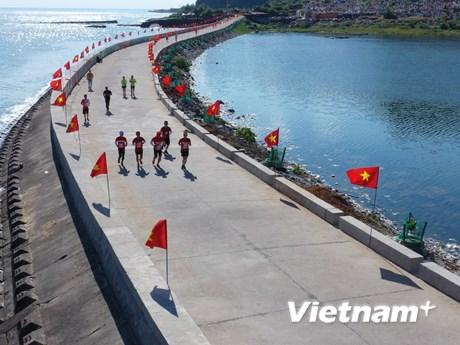 [Video] Mãn nhãn với cung đường Marathon tuyệt đẹp trên đảo Lý Sơn