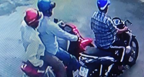 Giả thân nhân lấy trộm xe máy của người bị nạn