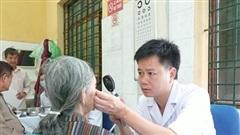 Nắng nóng gay gắt kéo dài, bác sĩ chỉ cách bảo vệ đôi mắt