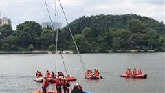 Trung Quốc: Xe buýt chở theo học sinh mất lái lao xuống hồ, 18 người thương vong