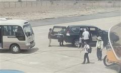 Xe biển xanh đón Phó bí thư Phú Yên ở sát máy bay có giá trị bao nhiêu?