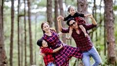 Gia đình Khánh Thi mặc ton sur ton khám phá Đà Lạt