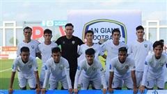 Vụ HLV Việt bóp cổ cầu thủ: Ban trọng tài đang chờ báo cáo về hành vi của các cầu thủ khác