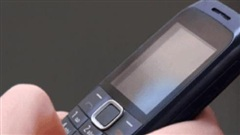 Mua nhầm điện thoại 'cục gạch' không đúng ý con gái, người cha đau buồn tự tử