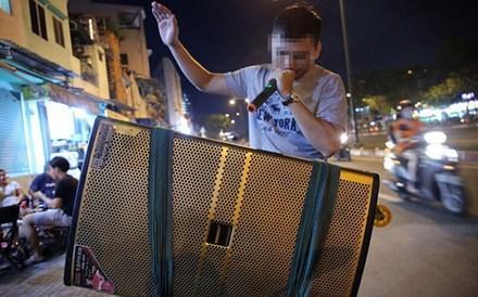 Đề nghị chấm dứt loạt hình hát karaoke bằng loa kéo