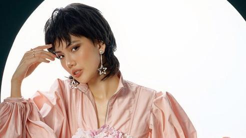 Siêu mẫu Quỳnh Hoa sexy, phá cách đón tuổi 22