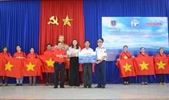 Trao 1.500 lá cờ Tổ quốc tặng ngư dân Quảng Nam