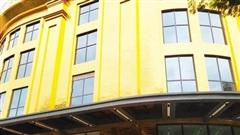 Hà Nội: Tòa nhà dát vàng 24k đẹp lung linh nhưng người dân không dám... ngắm