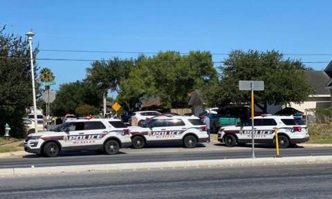Một thanh niên bắn chết hai cảnh sát, rồi dùng súng tự sát