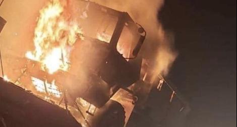 Đoàn xe tải chở thiết giáp của Mỹ ở Iraq bị đốt trụi