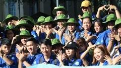 Ca sĩ Phi Hùng, hoa hậu H'Hen Niê sôi nổi trong lễ ra quân chiến dịch tình nguyện hè