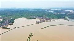 Trung Quốc đối mặt với lũ lụt nghiêm trọng nhất trong lịch sử