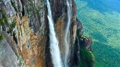 Nghẹt thở trước vẻ đẹp kỳ vĩ của thác nước cao hơn cả tầng mây