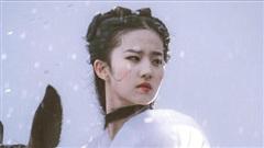 Hình ảnh mỹ nhân Hoa ngữ cưỡi ngựa trong phim cổ trang: Lưu Diệc Phi như tiên nữ, Địch Lệ Nhiệt Ba bị chê không thương tiếc