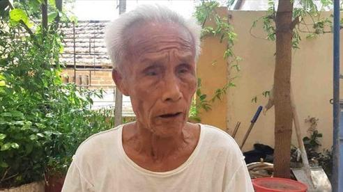 Đôi mắt trũng sâu của người mất cả con lẫn cháu vụ sập giàn giáo ở Hà Nội