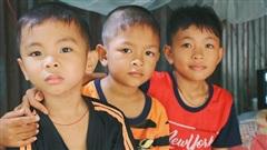 Xót cảnh 4 đứa trẻ mồ côi cha, không có tiền phải mang dép đứt quai, chắp vá đến trường sống cạnh bà nội già yếu