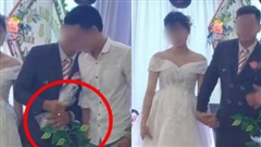 Chú rể lấy túi ni lông trong túi áo giũ ngay trên sân khấu hôn lễ, hành động sau đó với một người đàn ông gây bất ngờ nhưng chi tiết cuối mới 'ăn điểm'