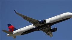 Hai hành khách 'cứng đầu' không chịu đeo khẩu trang, máy bay quay đầu về điểm xuất phát rồi tống cổ họ xuống