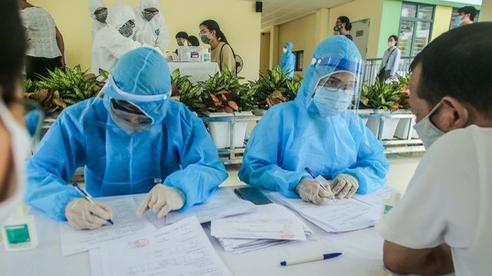 Gần 100.000 người Hà Nội về từ Đà Nẵng, Bộ Y tế hỗ trợ 100.000 mẫu xét nghiệm SARS-CoV-2