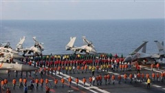 Trung Quốc ráo riết tuyển phi công tàu sân bay