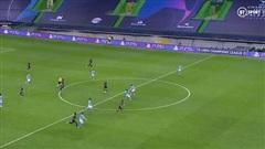 Fan Man City bức xúc, tố VAR và trọng tài đã 'đá bay' đội nhà khỏi Champions League