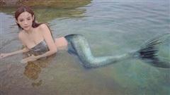 Huyền Baby khoe trọn hình thể nóng bỏng khi làm tiên cá
