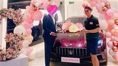 Doanh nhân Singapore Matt Liu chi mạnh tay tặng siêu xe cho Hương Giang