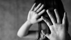 Phẫn nộ người đàn ông 57 tuổi dùng dây thừng trói, hiếp dâm 2 bé gái hàng xóm