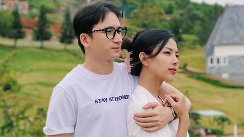 Phan Mạnh Quỳnh khoe ảnh du lịch tình tứ dịp kỷ niệm 2 năm cầu hôn bạn gái hot girl, màn ngỏ lời năm xưa hot trở lại