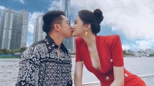 Bức ảnh 'hot' nhất hôm nay: Matt Liu công khai 'khóa môi' Hương Giang trên du thuyền sang chảnh