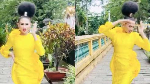 Clip viral khắp MXH tối nay: Võ Hoàng Yến giãy nảy khẳng định sợ ống kính, nhưng 'bẻ lái' chân tay pose thoăn thoắt trong 16s