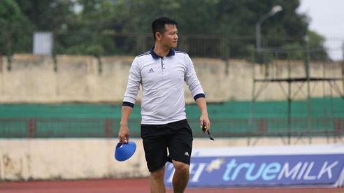 Bước chân vào nghề HLV, Văn Quyến gây ấn tượng với 'cú ăn ba' cùng bóng đá trẻ SLNA