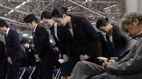 Người Nhật Bản làm 'bán sống bán chết', lăn ra đường ngủ mỗi đêm nhưng vì lý do gì mà họ ngày càng trở nên nghèo túng?