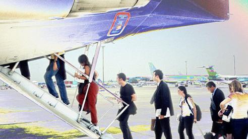 Máy bay thường có cửa hai bên sườn nhưng hành khách chỉ được lên từ phía trái hóa ra là vì những lý do đặc biệt sau đây