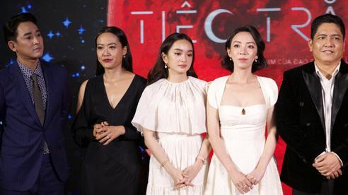 Dàn sao Việt váy áo xúng xính xuất hiện lộng lẫy trên thảm đỏ 'Tiệc trăng máu' của Thu Trang - Thái Hòa - Kiều Minh Tuấn