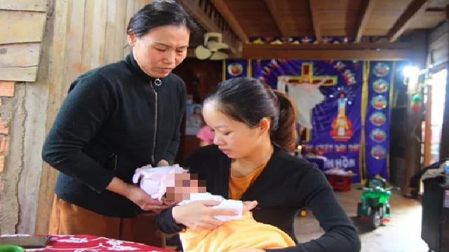 Bản tin cảnh sát: 'Góa phụ Rào Trăng 3' bị chiếm đoạt 100 triệu đồng tiền mạnh thường quân hỗ trợ; Lời khai của người mẹ trẻ vứt con sơ sinh dưới nắng nóng 40 độ C