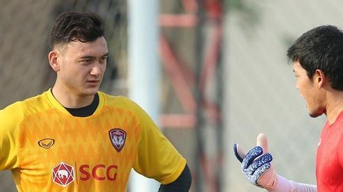 Văn Lâm đối mặt nguy cơ bị đẩy khỏi Muangthong United vì thủ môn tuyển Thái Lan