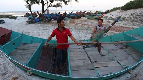 Chuyện lạ chưa từng có trong lũ lịch sử: Thuyền đi biển lên đồng bằng cứu nạn