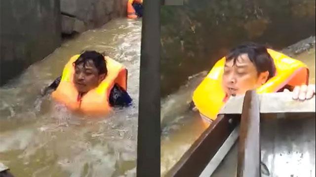 Chủ tịch xã ở Quảng Bình nhiều ngày bơi trong nước lũ, cứu hơn 100 người
