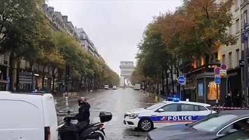 Pháp sơ tán khẩn cấp quanh Khải Hoàn Môn và tháp Eiffe do cảnh báo có bom